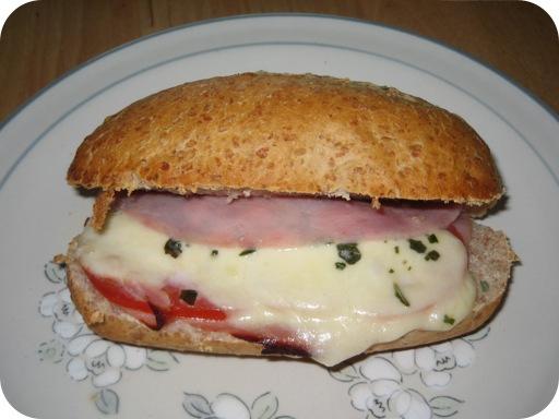 Pistoletje Ham met Tomaat en Mozzarella