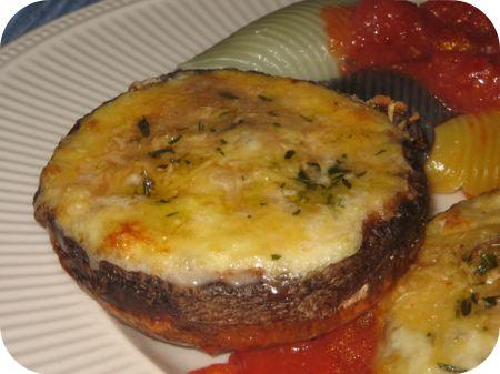 Portobello's met Kaas en Tomatensaus