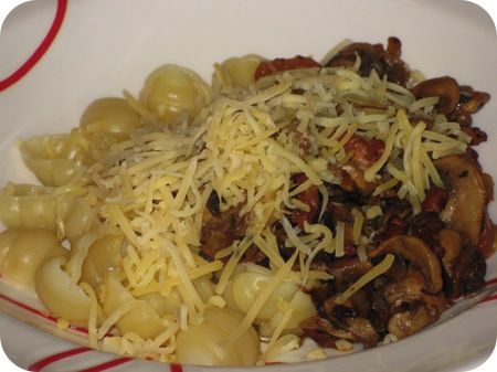 Pasta met Champignons en Ontbijtspek