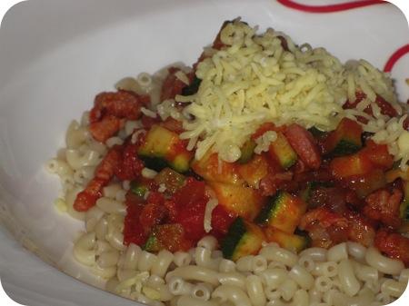 Macaroni met Courgette-tomatensaus