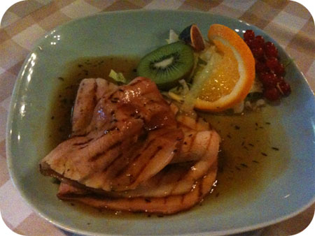 Restaurant Mona's - Scherpenzeel Beenham van de grill met honing-tijmsaus