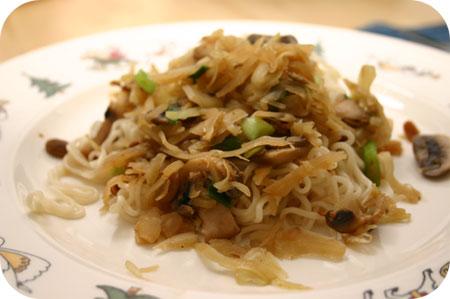 Noodles met Witte Kool en Zwarte Bonensaus