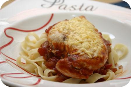 Kipfilet met Tagliatelle en Tomatensaus