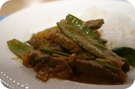 Rijst met Peultjes en Rundvlees in Currysaus