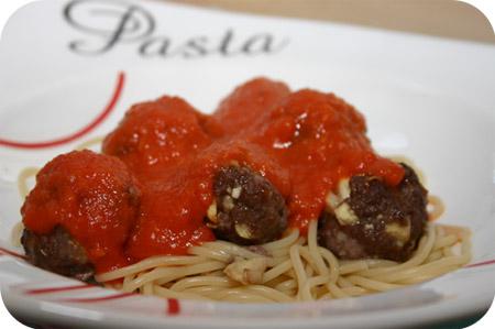 Spaghetti met Gehaktballetjes in Rode Paprikasaus
