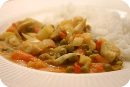 Rijst met Kip Curry en Appel, Erwten en Worteltjes