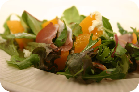 Salade met Rauwe Ham en Perzik