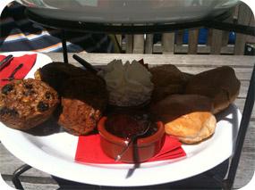Scones en muffins High tea