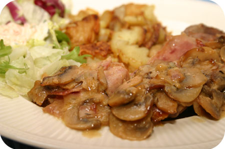 Rollade met Ham en Kaas in Champignonroomsaus