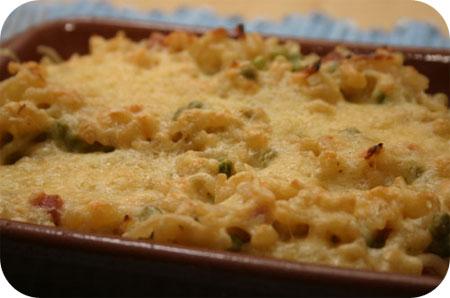 Macaroni Ovenschotel met Doperwten, Ham en Kaas