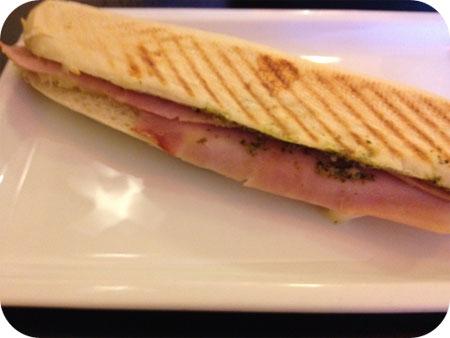 Souplesse + - Oudenaarde panini ham pesto mozzarella tomaat