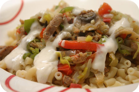 Macaroni met Gyros, Champignons en Paprika