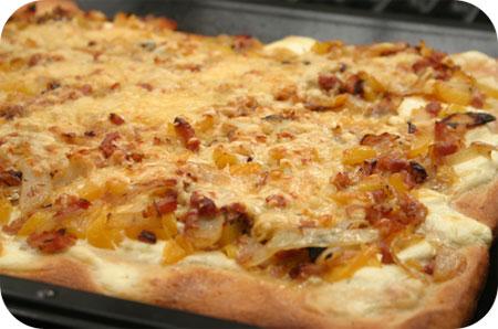 Pizza met Monchou, Paprika en Ontbijtspek