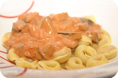 Tortellini met Aubergine in Romige Tomatensaus