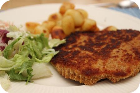 Wienerschnitzel met Sla en Aardappeltjes
