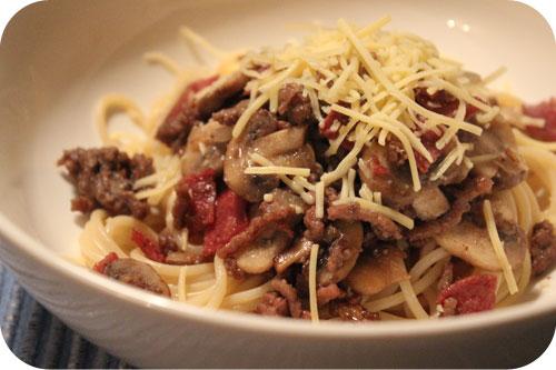 Spaghetti met Gehakt, Salami en Champignons