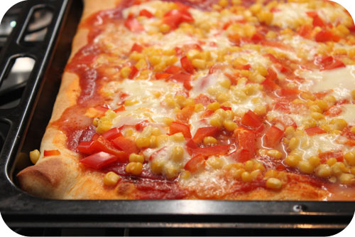 Pizza Paprika, Maïs, Salami en Mozzarella