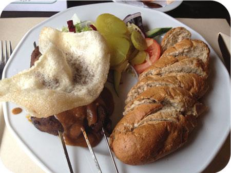 Saté met brood