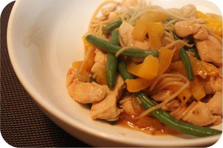China Wok: Noodles met Kip en Sperzieboontjes