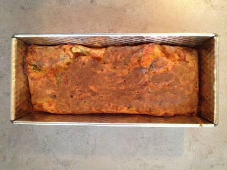 afkoelen in het blik Hartige Cake met Tomaat, Mozzarella en Basilicum