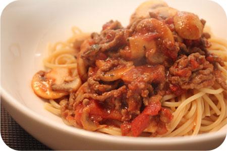 Spaghetti met Champignons en Gehakt in Tomatensaus