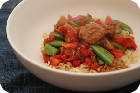 Vega: Noodles met Sugar Snaps, Paprika en Oosterse Wokblokjes