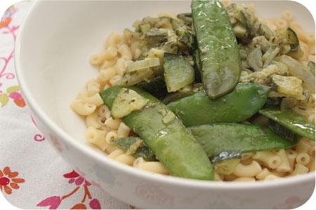 Vega: Macaroni met Courgette, Peultjes en Pesto