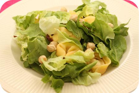 Tortellini Salade met Hazelnoten en Zongedroogde Tomaat