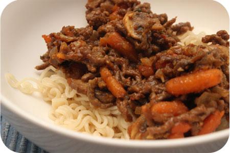 Noodles met Gehakt, Champignons en Wortels