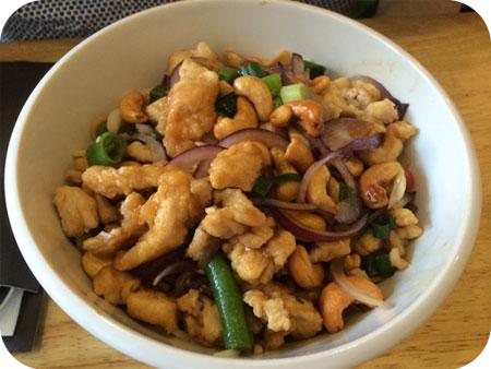 Tasty Bowl in Hasselt kip met cashewnoten