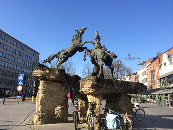 beeld met paarden in Hasselt