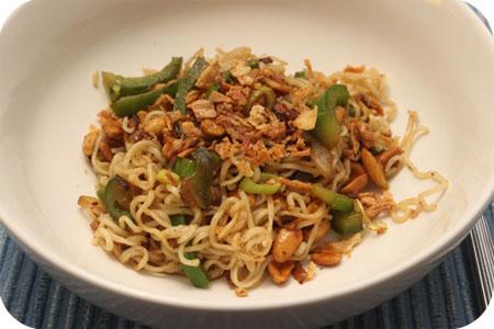 Vega: Noodles met Paprika en Noten in Teriyakisaus