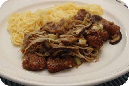 Vega: Noodles met Shiitake en Pad Thai Saus