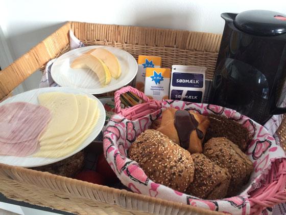 ontbijtmand met luxe broodjes