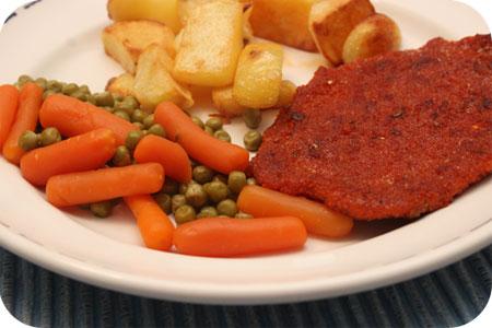 Schnitzels met Gebakken Aardappeltjes en Doperwten met Worteltjes